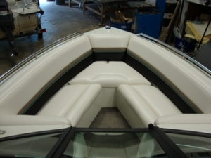 Ski boat bow seat